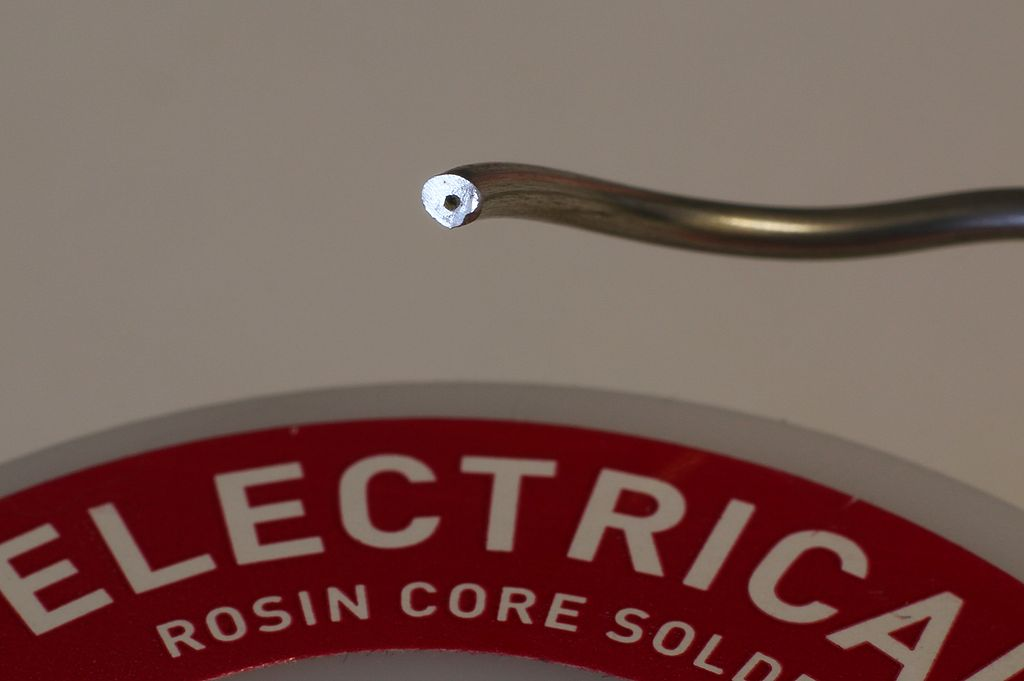 1024px-Rosin_core_electrical_solder.JPG
